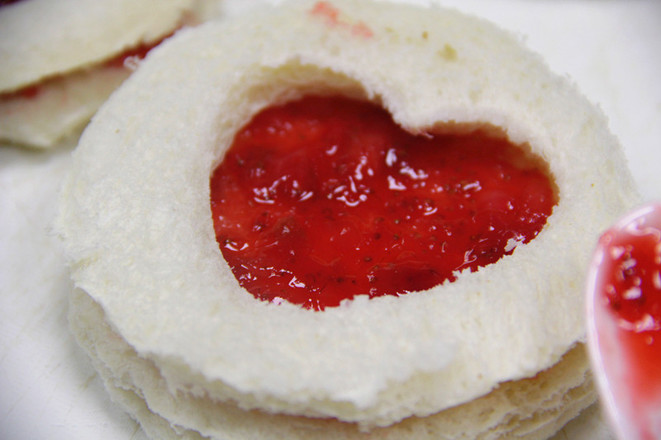 草莓爱心吐司怎么炒
