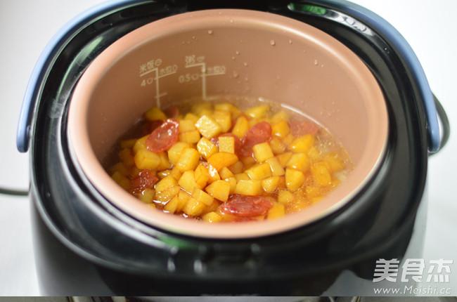 土豆腊肠焖饭怎么做