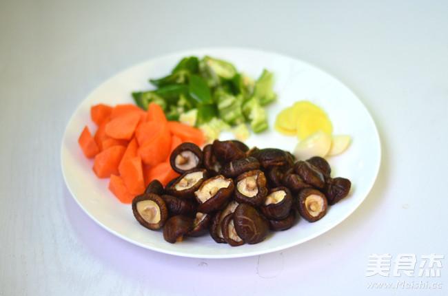 胡萝卜香菇炖鸡的家常做法