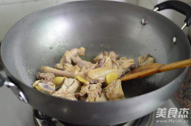胡萝卜香菇炖鸡怎么吃