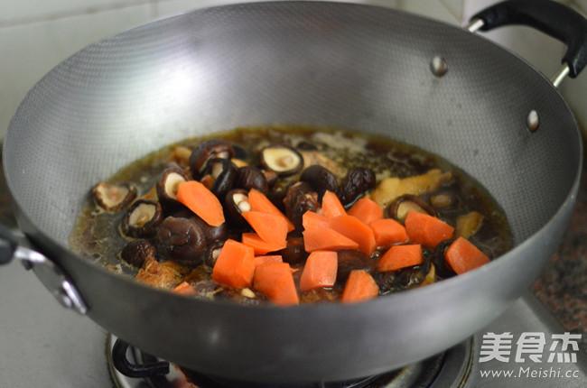 胡萝卜香菇炖鸡怎么煮