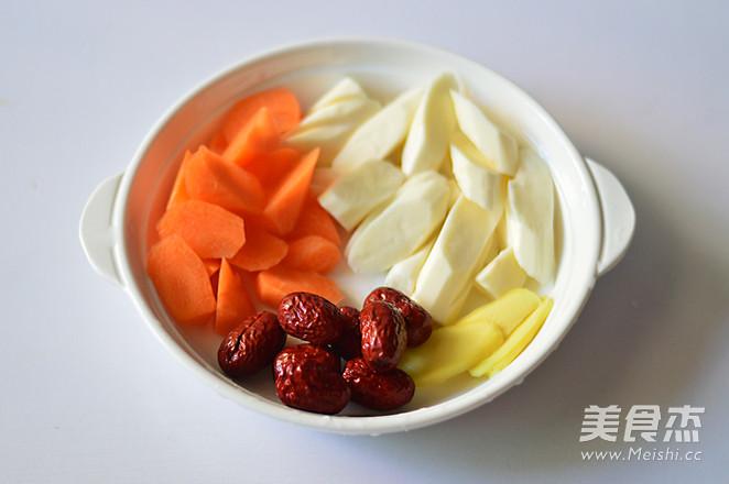 胡萝卜淮山炖鸡汤的家常做法