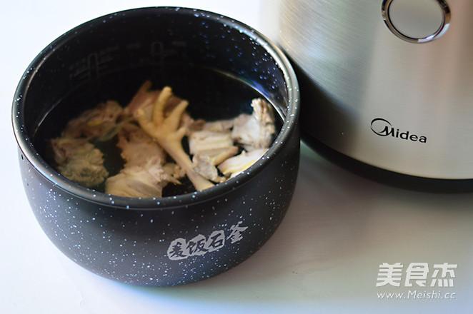 胡萝卜淮山炖鸡汤的简单做法