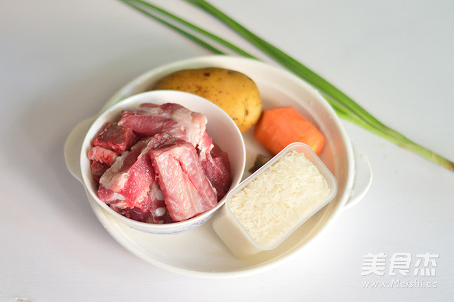 土豆排骨焖饭的做法大全