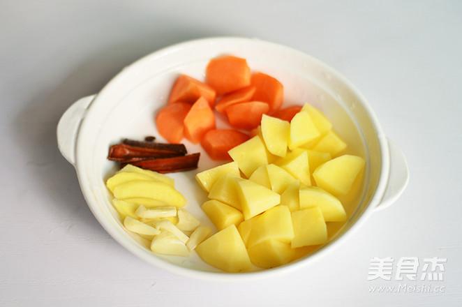 土豆排骨焖饭的家常做法