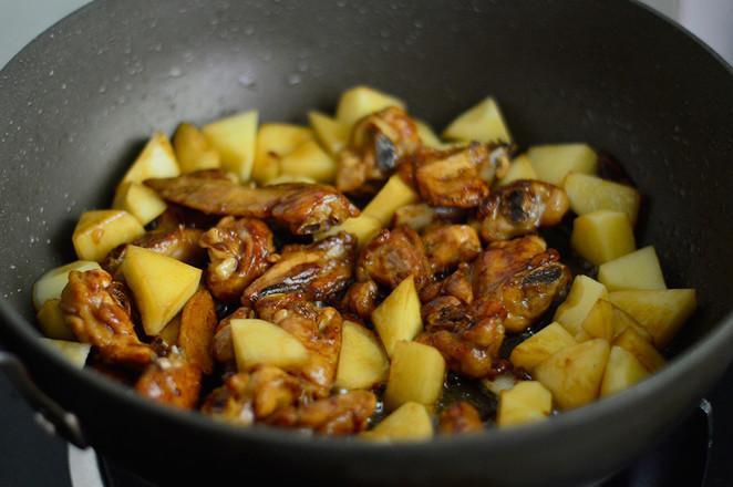 香菇焖鸡翅怎么煸