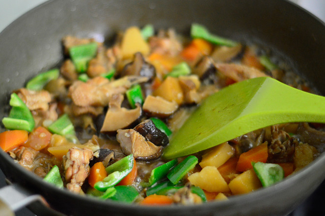 香菇焖鸡翅怎样炒