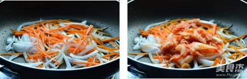 辣白菜炖年糕的家常做法