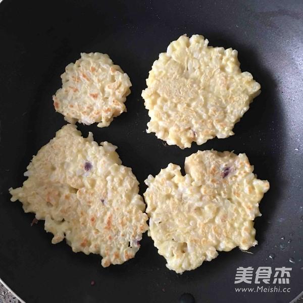 蛋香大米饼的简单做法