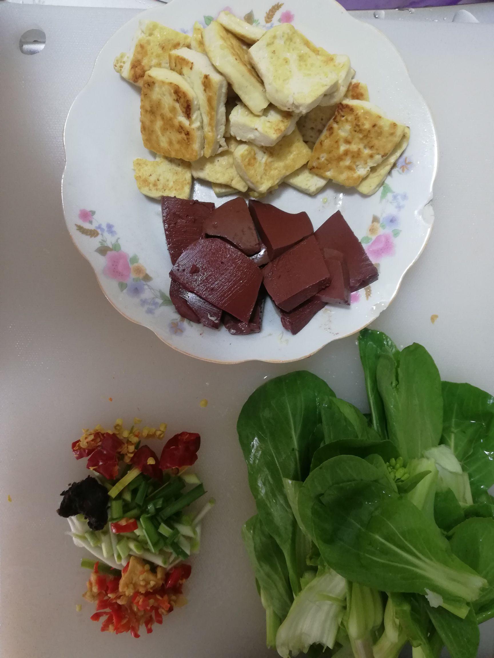 猪血豆腐菜心的做法图解