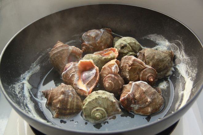 盐水煮海螺怎么吃