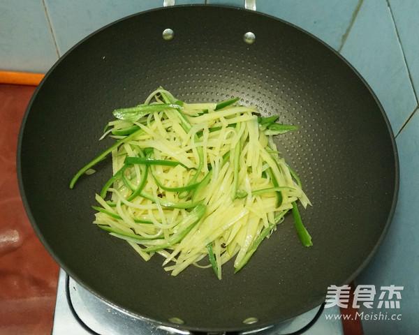 酸辣土豆丝怎么炒
