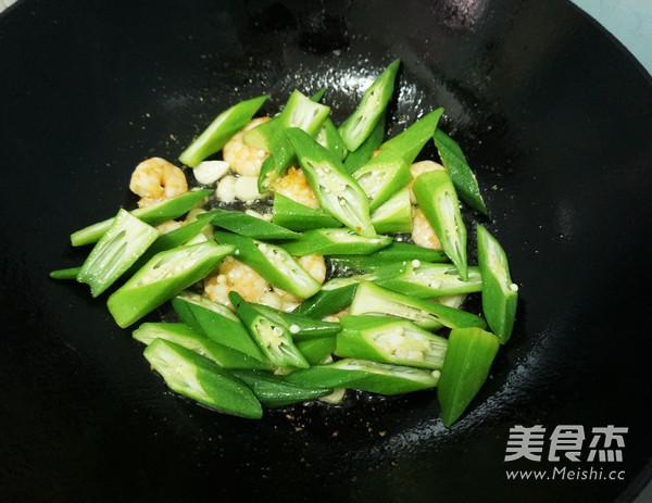 秋葵炒虾仁怎么炒