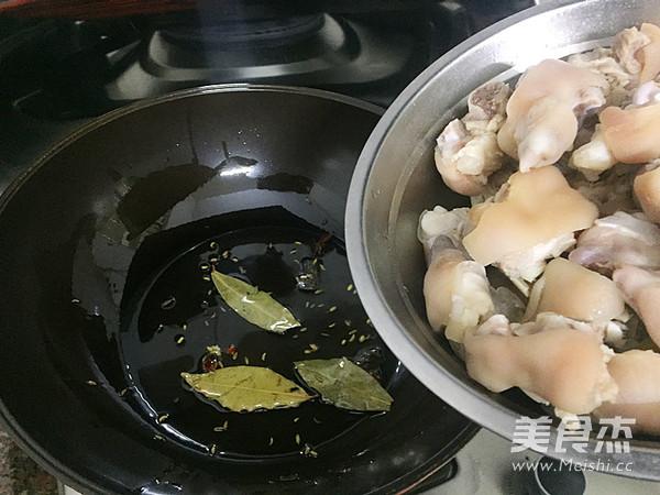 酱香焖猪蹄怎么做