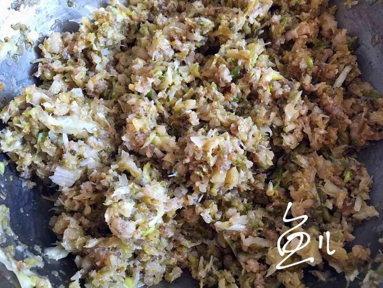 酸菜油渣玉米团子怎么炒