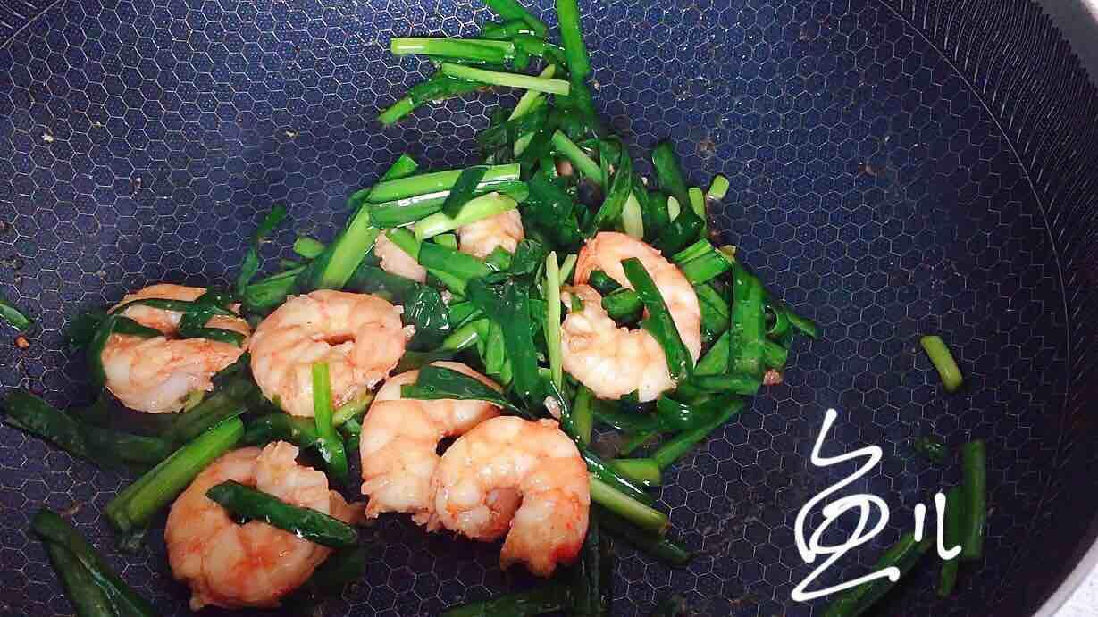 虾仁和它一起炒,味道鲜美,做法简单,厨房小白也能做的好!怎么煸
