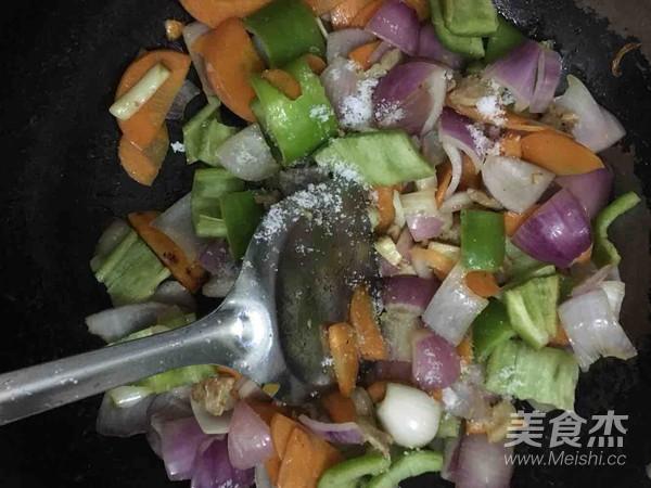 洋葱胡萝卜炒五花肉怎么做