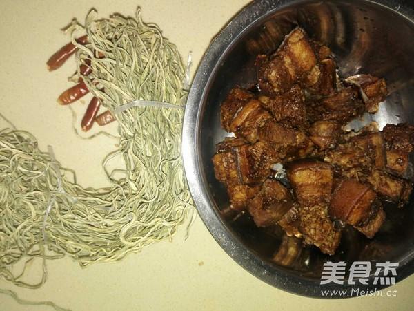 懒人做懒菜之红烧肉炖干豆角的做法大全