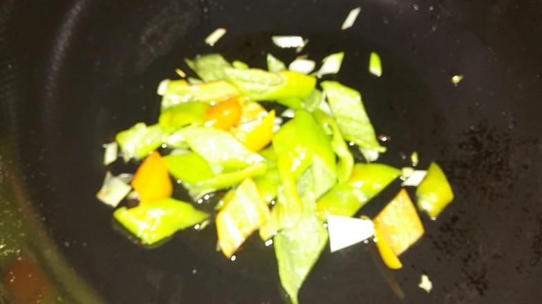 干豆付炒尖椒。的简单做法