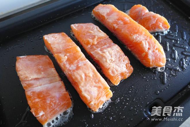 黑椒三文鱼怎么炒