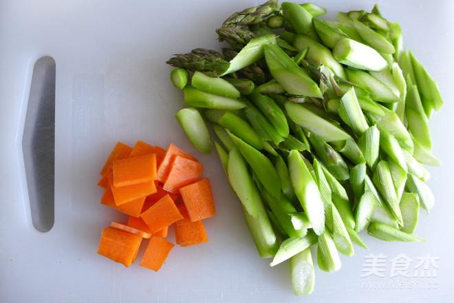 芦笋虾仁炒鸡蛋的家常做法