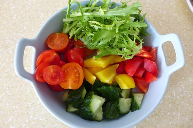 金枪鱼意面果蔬沙拉的简单做法
