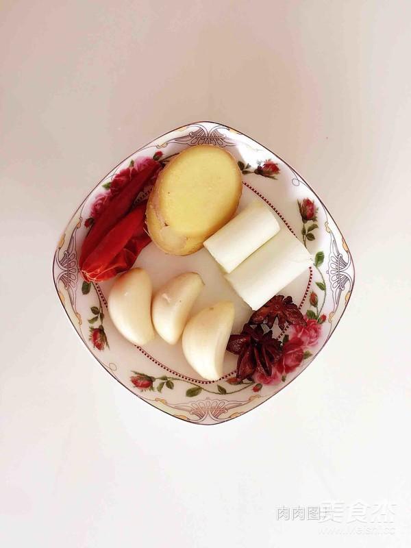 东北酸菜炖排骨的家常做法