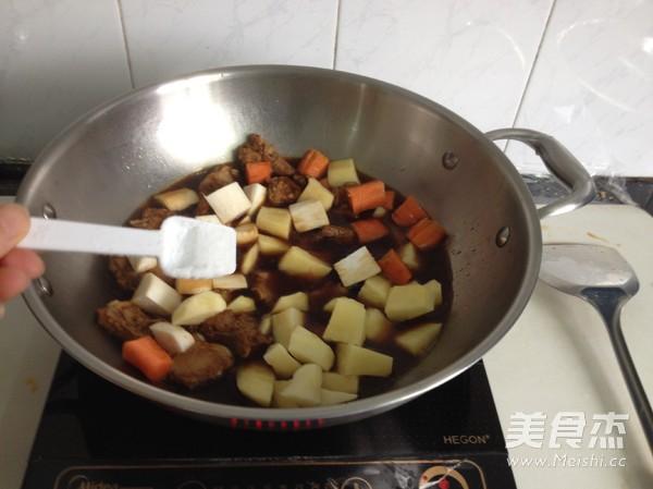 杏鲍菇土豆排骨焖饭怎么炒