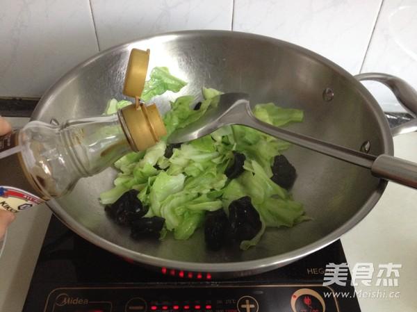 手撕黑木耳包菜怎么做