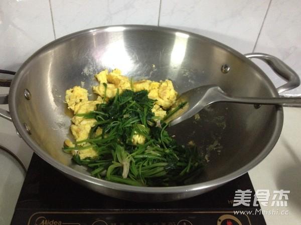 菠菜炒鸡蛋的简单做法