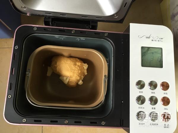 南瓜核桃红枣吐司的家常做法