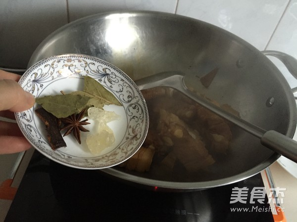 五花肉焖扁豆的简单做法