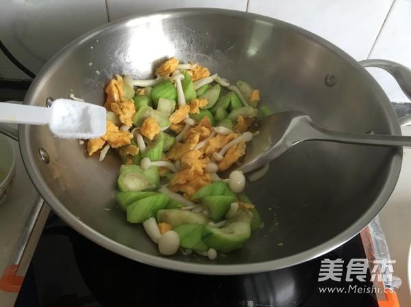 丝瓜鸡蛋炒油条怎么吃