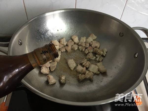五花肉豆角焖饭的简单做法