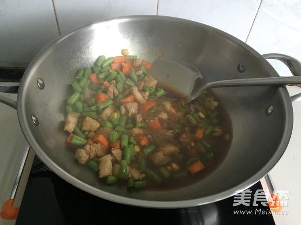 五花肉豆角焖饭怎么做