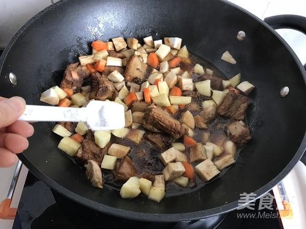 排骨土豆焖饭怎么吃