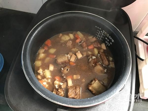 排骨土豆焖饭怎么做
