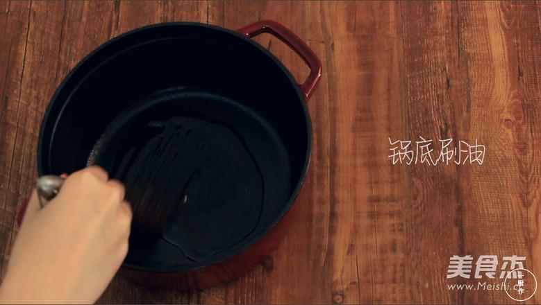 一厨作珐琅锅榴莲披萨的家常做法