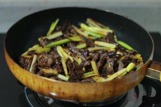 芹菜炒牛肉怎么做