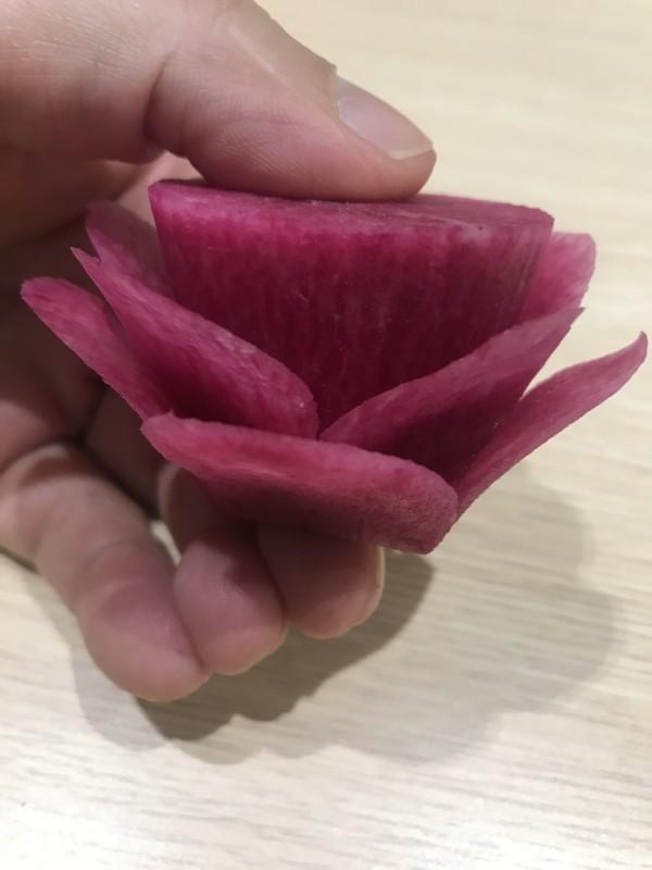 教大家雕刻萝卜花(直瓣月季花)怎样煮