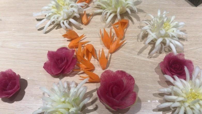 教大家雕刻萝卜花(直瓣月季花)的做法大全