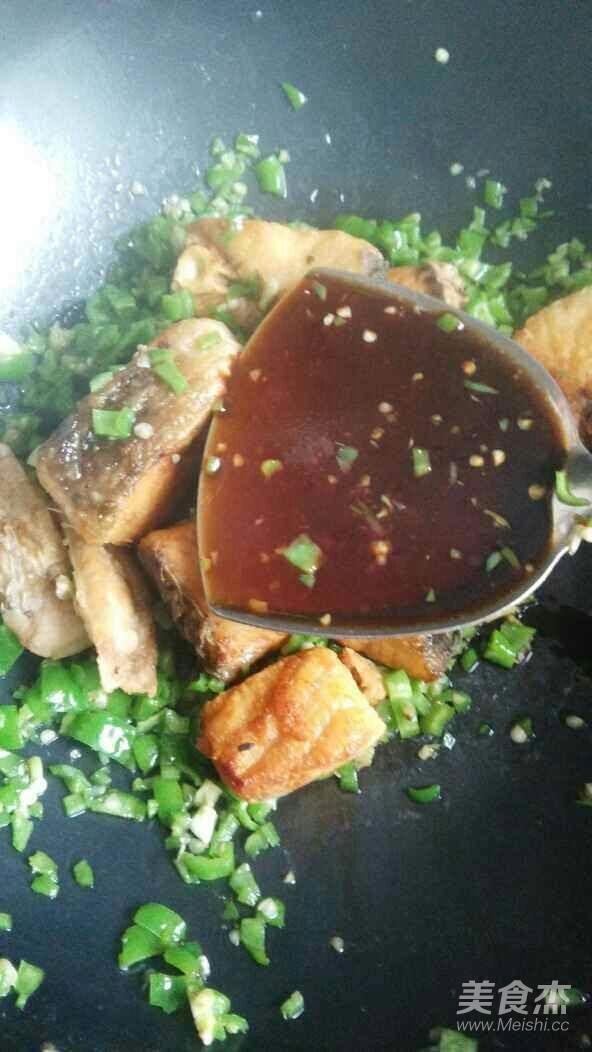 青椒豆豉焖草鱼怎么炒