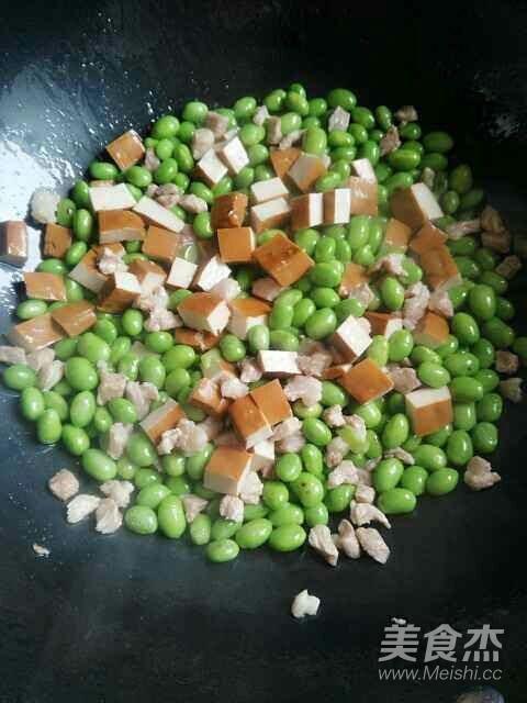 肉丁香干炒毛豆怎么吃