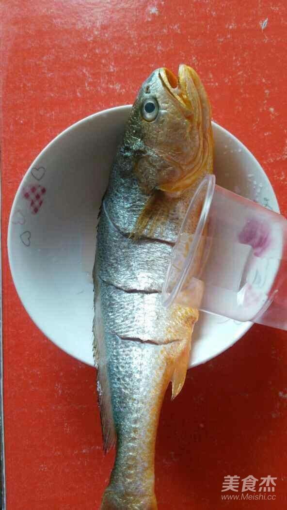 清蒸黄鱼的家常做法