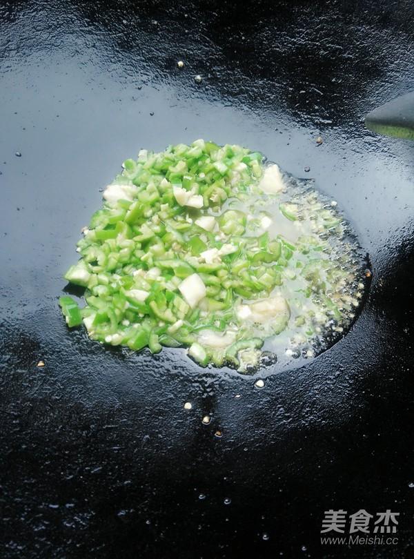 青椒炒鸡杂怎么炒