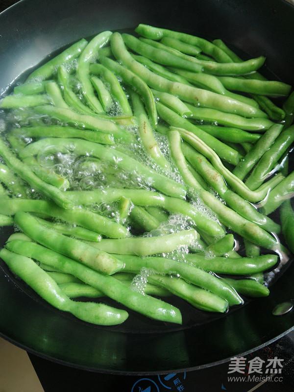 酸四季豆炒腊肉的做法图解