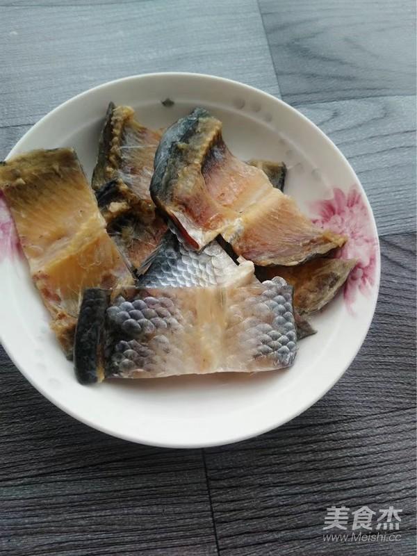 蒜香鲫鱼干的做法图解