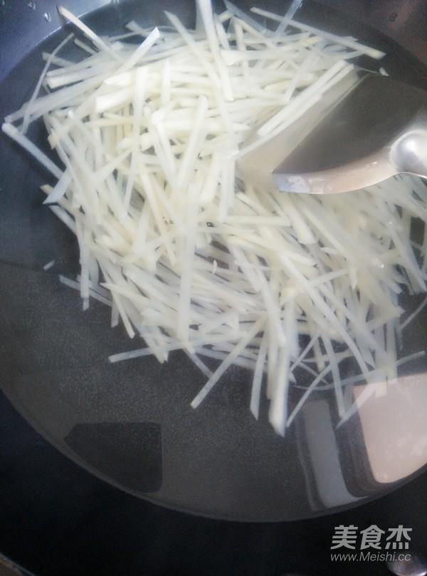 胡萝卜拌土豆丝的简单做法