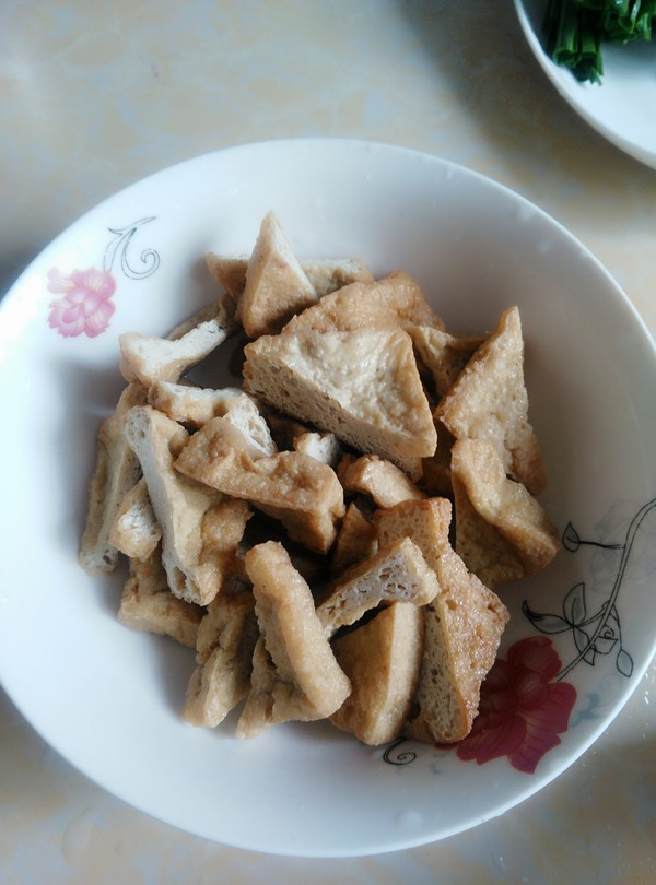 青蒜烧油豆腐的家常做法