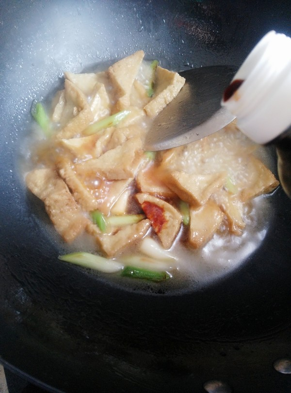青蒜烧油豆腐怎么煮